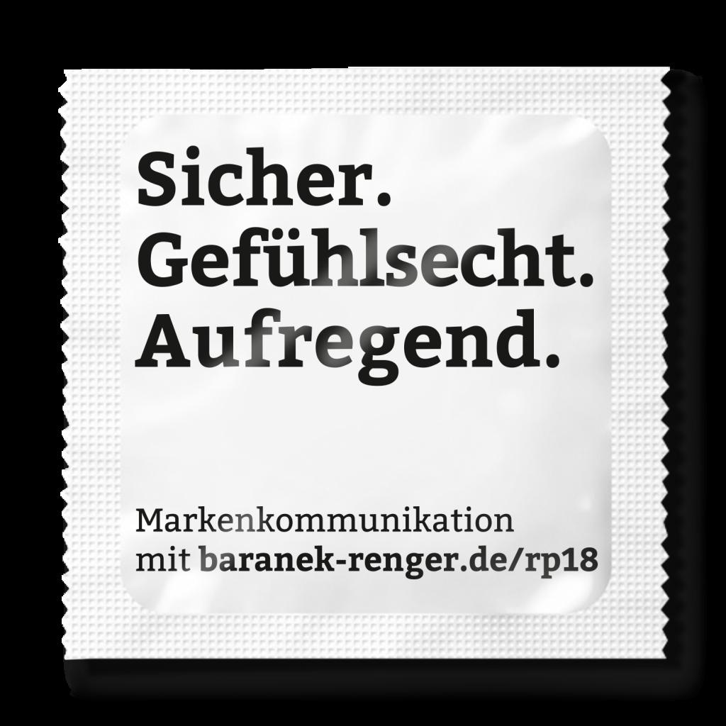 """Kondomverpackung mit Aufdruck """"Gefühlsecht. Aufregend. – Markenkommunikation mit Baranek & Renger"""""""