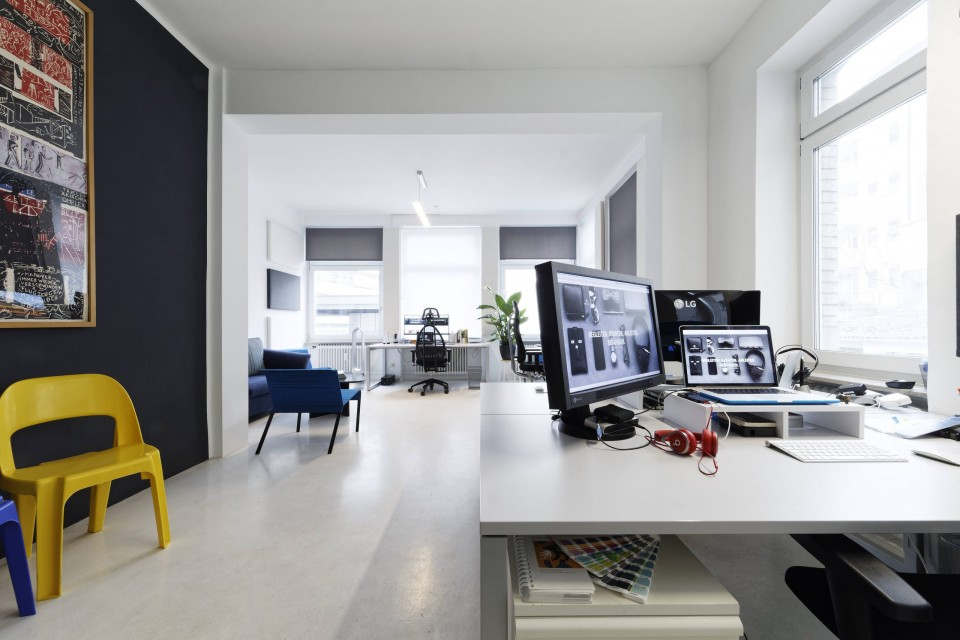 Baranek & Renger Büro – Blick ins Lichtdurchflutete Studio